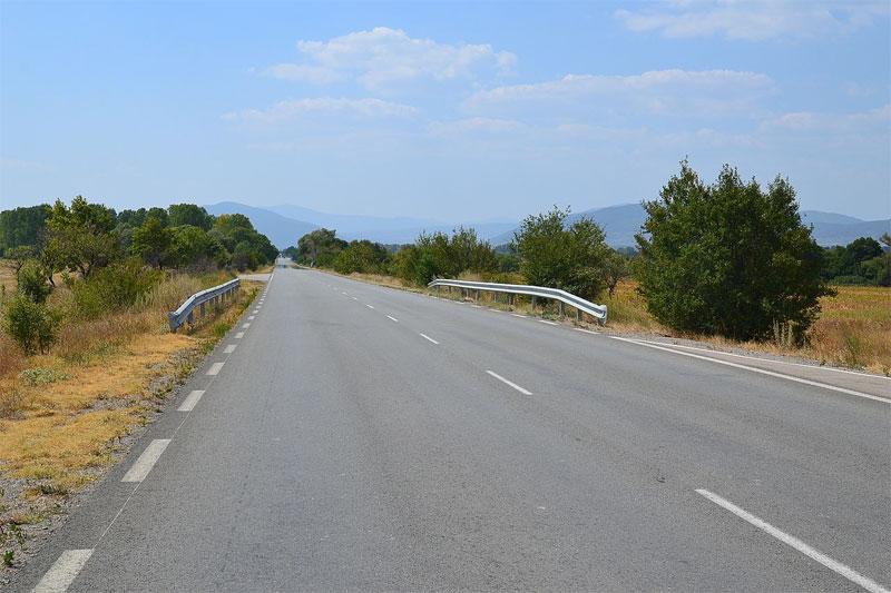 Вдоль болгарских дорог часто можно увидеть весьма живописные пейзажи