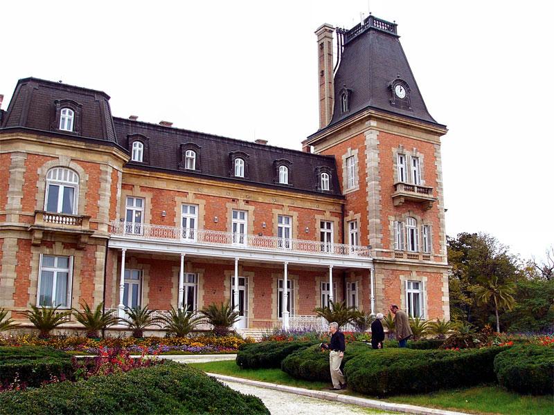 Дворец Евксиноград был построен из обломков французского королевского замка Сен-Клу
