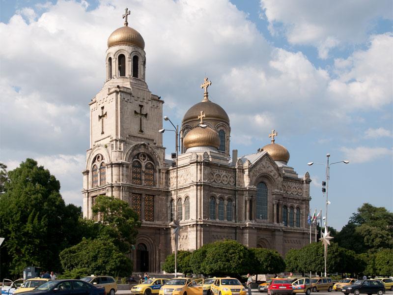 Успенский собор в Варне по своим размерам уступает только софийскому собору Александра Невского